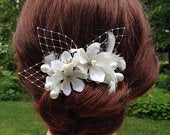 Bridal Hair Comb with Off White Flowers, Netting, Feathers, and Pearls, Light Ivory Hair Flowers, Bridal Headpiece, Floral Hair Comb RB0294